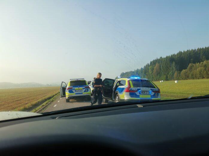 Polisen grep fyra personer i Västerlanda. Bild: Privat.