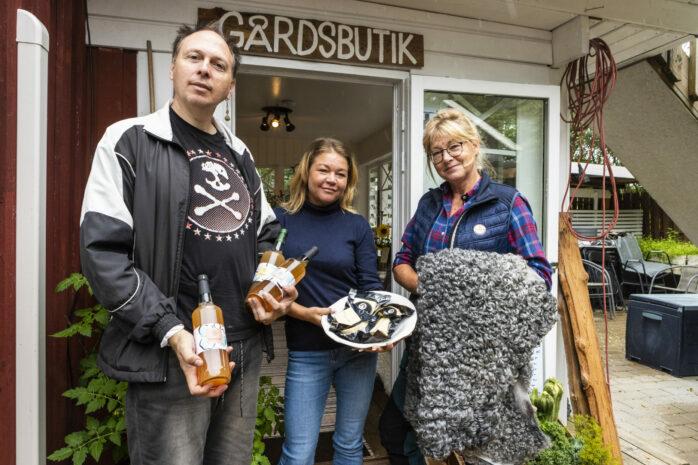 Erik Kolthoff, Lödöse Musteri, Charlotte Wennberg, Älvängens Ost & Mejeri och Sussie Flod, Skårs Ängsgård, är tre av de lokala producenterna som hälsar välkommen till höstmarknad på Café Torpets Restaurang söndagen den 12 september.
