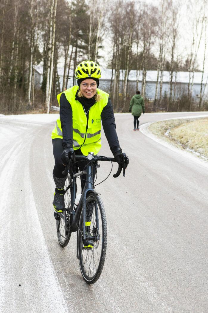 En av förra säsongens vintercyklister var Maria Almestål från Bohus. Årets upplaga av projektet Vintercyklist sträcker sig mellan 1 december 2021 och 1 mars 2022. Arkivbild: Jonas Andersson