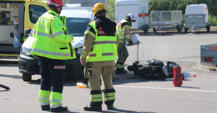 Bil och moped kolliderade