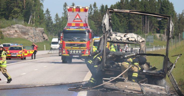Kraftig lastbilsbrand