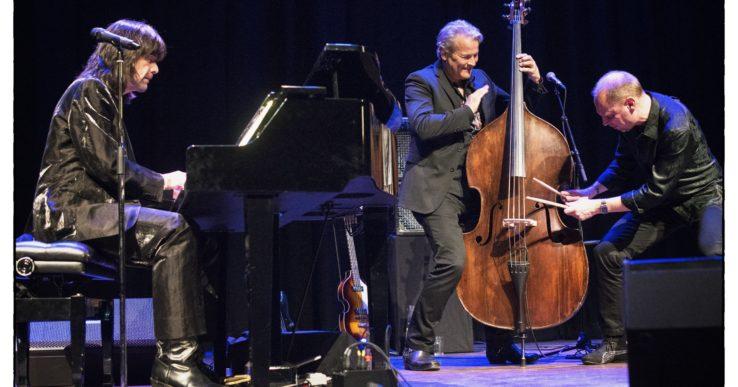 Robert Wells trio till Nödinge